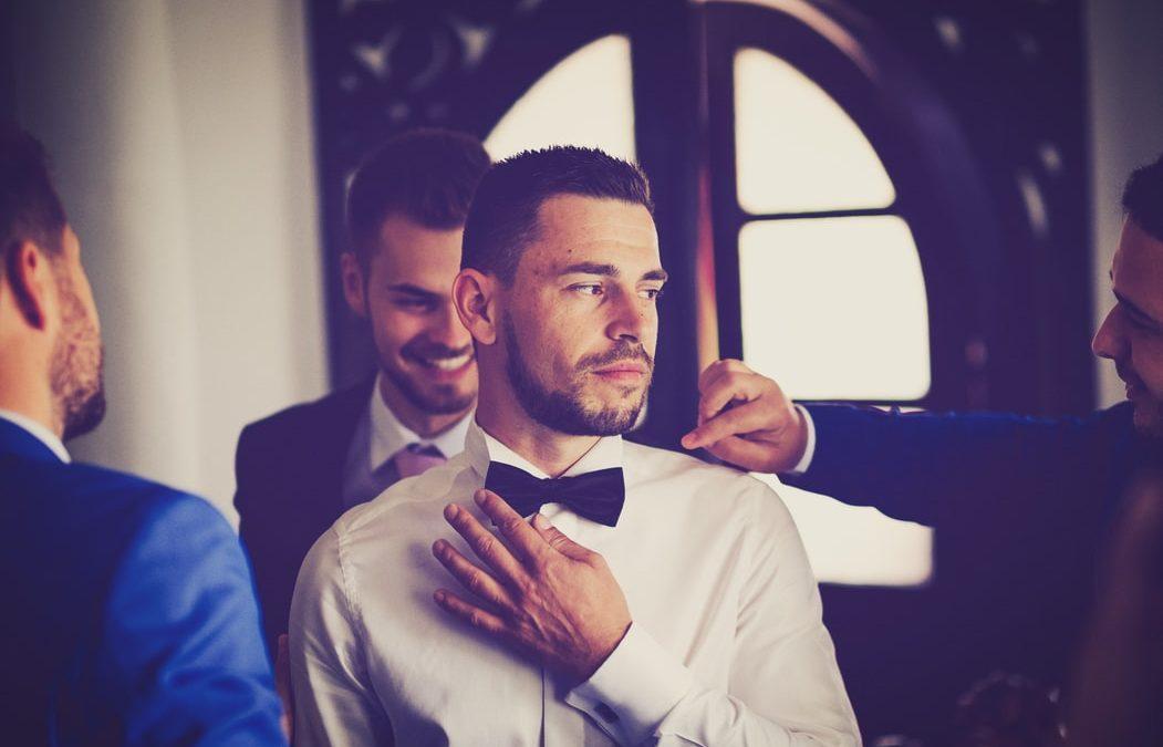 O casamento perfeito. Os noivos precisam ajudar os padrinhos.